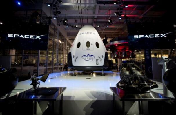 """SpaceX首艘载人""""龙""""飞船发射将延期至2018年"""