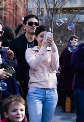 刘强东回应奶茶门:只求以后可以正常牵手而行