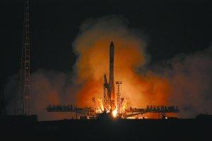 """""""进步""""号货运飞船与空间站完成快速对接"""