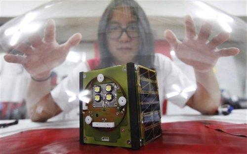 韩艺术家耗时6年自制迷你卫星 12月将升空