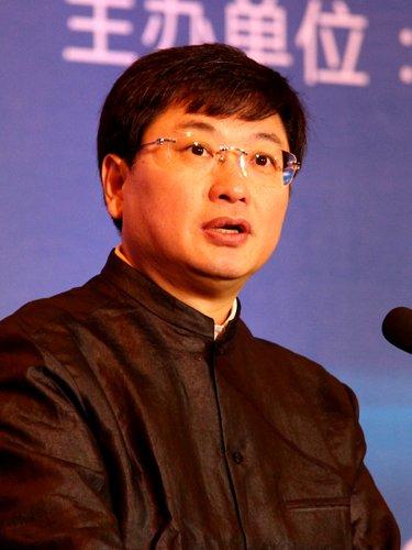 图文:中国联通总经理陆益民发言