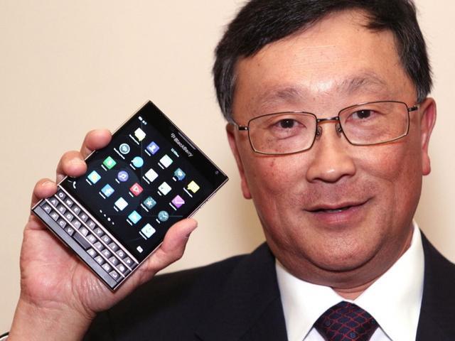 黑莓奇葩方屏手机Passport定价599美元