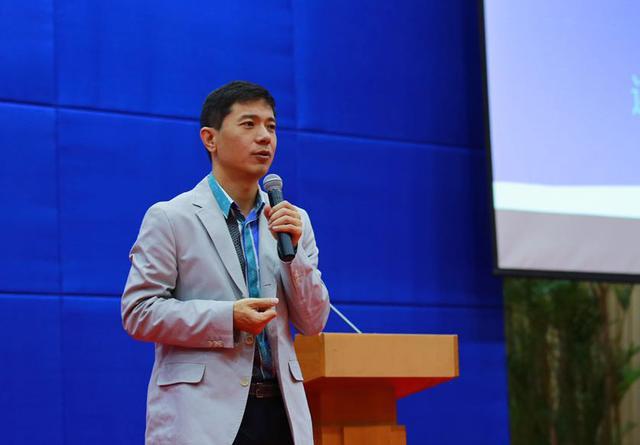 李彦宏:不拥抱互联网就要被淘汰