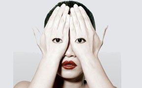 """艺术家打造诡异""""人体面具"""""""