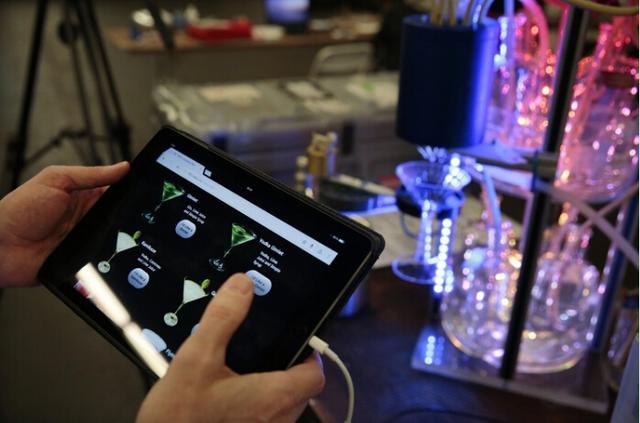 酒保机器人的江湖 实用派与艺术派的争斗