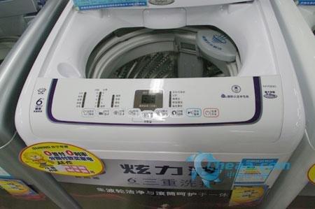 惠而浦洗衣机m700d的波盘高于一般波轮的中轴,吸取了搅拌式洗衣机
