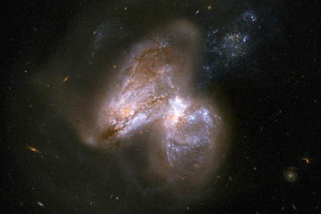 美国宇航局观测到黑洞进食:它真的饿坏了