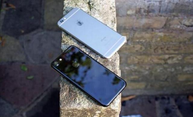 越来越贵 传闻称iPhone 8无线充电器要另购 (图)