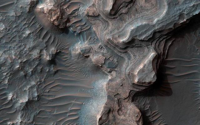 火星表面存在层状沉积物暗示曾有湖泊
