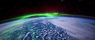 美国宇航局卫星拍摄到地球绚丽极光