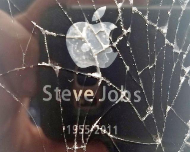 天价纪念款iPhone 4s现身eBay 一部手机价格能买套房