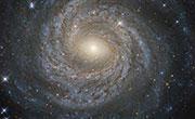 哈勃望远镜拍摄到螺旋星系NGC6814核心图像