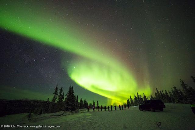 天空观察者拍到北极光似螺旋星系