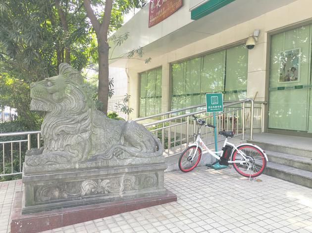 """共享电单车深圳遇阻""""落地""""首日被交警部门下令收回"""