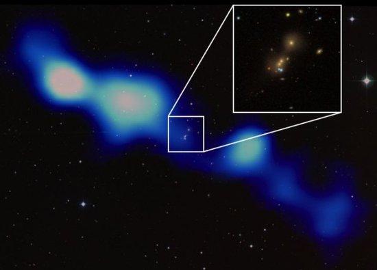 """射电望远镜发现7.5亿光年外神秘""""宇宙电台"""""""