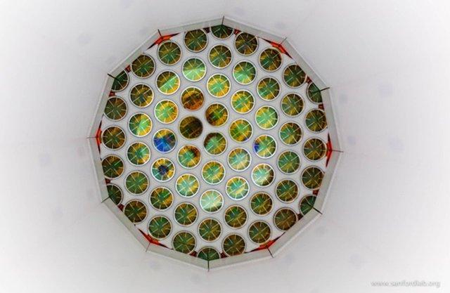 地下1.6公里氙气探测器未发现暗物质粒子