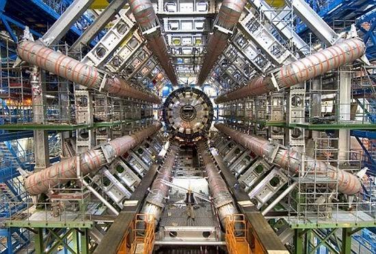 专家挑战爱因斯坦理论:光速并非不可超越