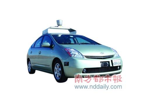 开车边打《愤怒的小鸟》,因为汽车是自动驾驶的,这就是谷歌的高清图片