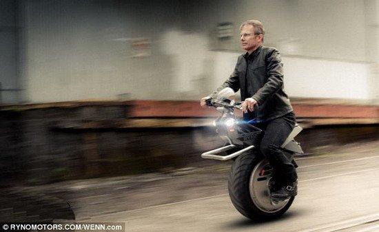 新款单轮机车时速40公里 可始终保持平衡性