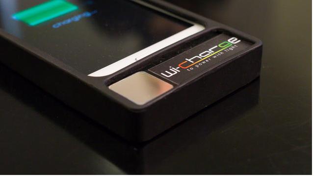 这可能是最炫酷的无线技术:用红外光充电