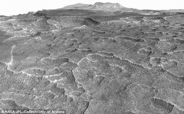 火星表面之下隐藏巨大冰湖可能曾经孕育生命