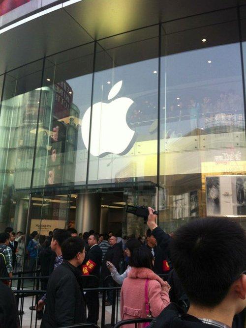 亚洲最大苹果店在王府井开业 粉丝连夜排长龙