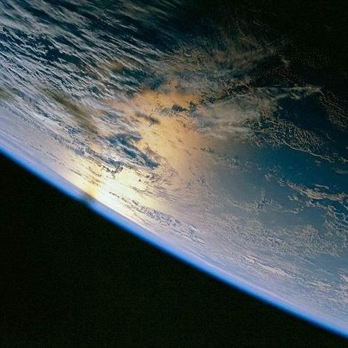 微型黑洞每天穿过地球轨道 却未带来任何损害