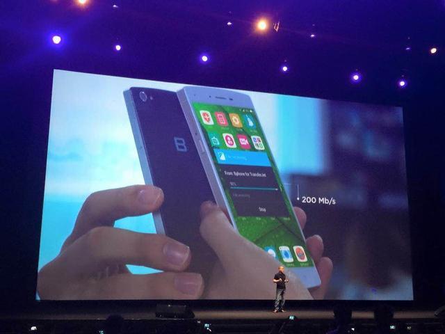 这是越南首款自主研发的智能手机Bphone