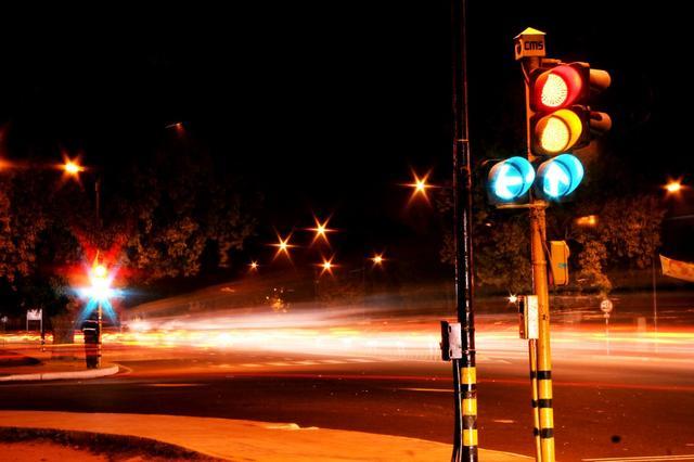 美国研发虚拟红绿灯技术