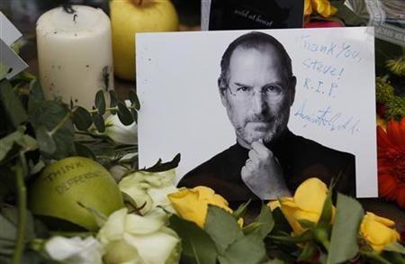 乔布斯原声再现苹果追悼会:库克哽咽落泪