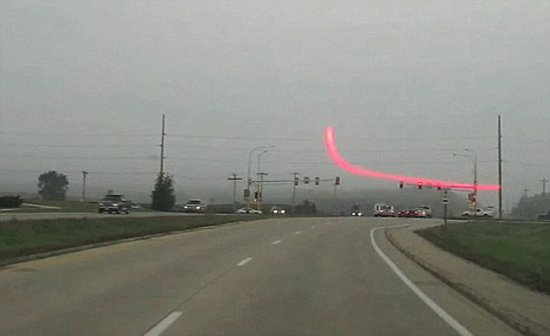 新型导航系统可在挡风玻璃呈现3D实时激光线
