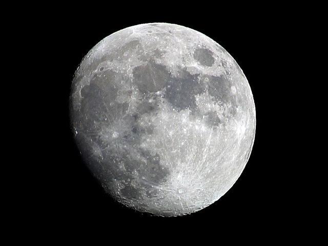 我们的月亮是怎样诞生的?小卫星合成大月球