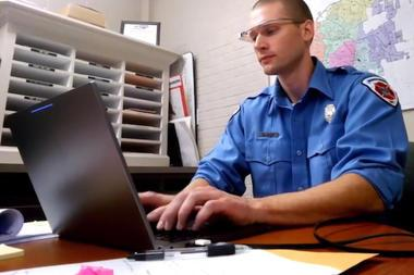 谷歌眼镜特殊用途:消防员工作助手