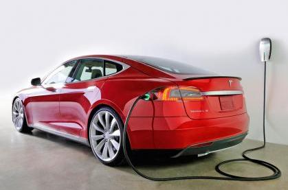 特斯拉CEO:研究高能电池 不看好自动驾驶