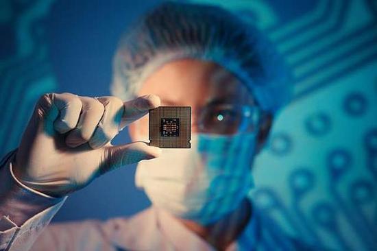 """央视爆料:原来,iPhone用的是""""中国芯"""""""