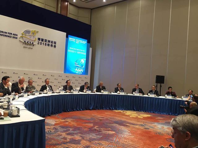 图为塔塔集团名誉董事长Ratan Tata(博鳌亚洲论坛圆桌最右)