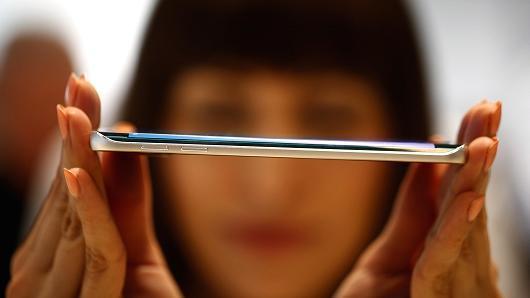 苹果和三星电子或许相互需要 曲面屏就是明证
