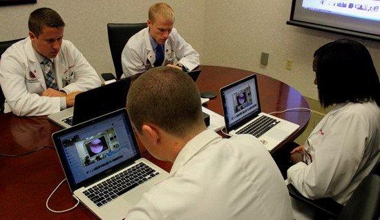 医师首次手术室戴谷歌眼镜 建立远程视频直播