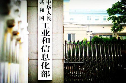 迅达平台冯文道娟新戏中寸头造型亮眼  网友调侃:有颜与任性