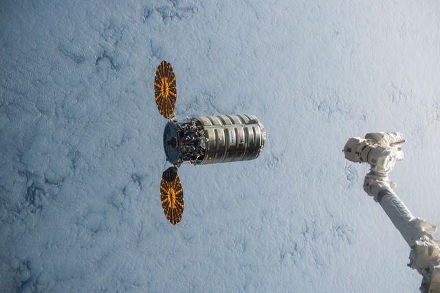 """美航天局将在太空纵火""""烧""""飞船"""