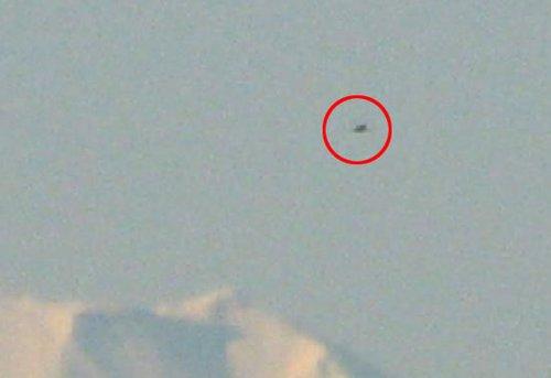 日本富士山外星舰队事件照片曝光 UFO闪烁银光