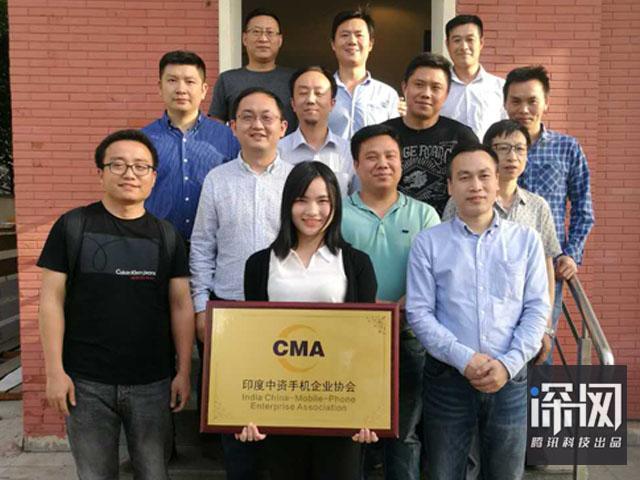 印度中资手机企业协会秘书长杨述成 (前排最右侧),海派王秀春(居中偏右着黑衣者)