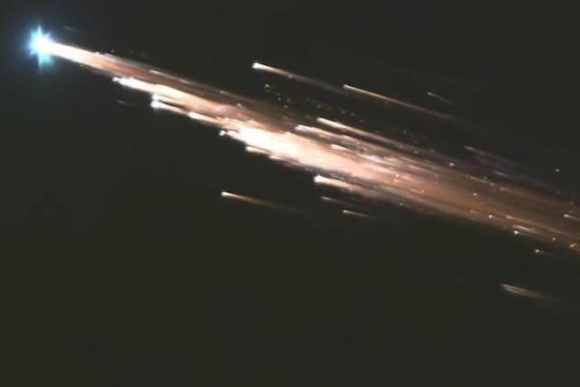 科学家跟踪小天体接近地球:最终将烧毁