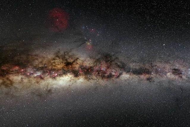 最新观测发现一个巨大矮星系环绕银河系运行