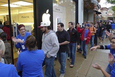 iPhone 4S上市推动苹果股价登临历史最高点