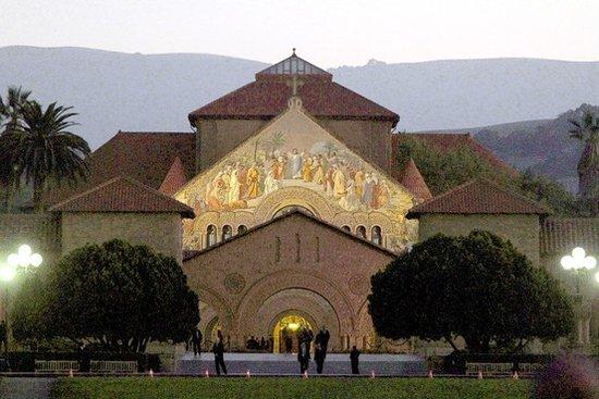 数百名硅谷精英参加斯坦福大学乔布斯追悼会