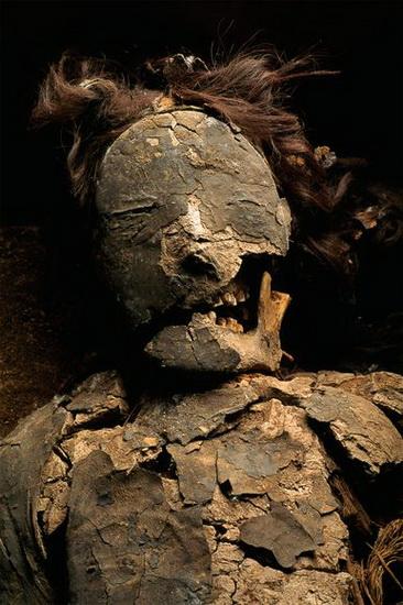 沙漠千年灵魂:神秘微笑的新克罗黑色木乃伊