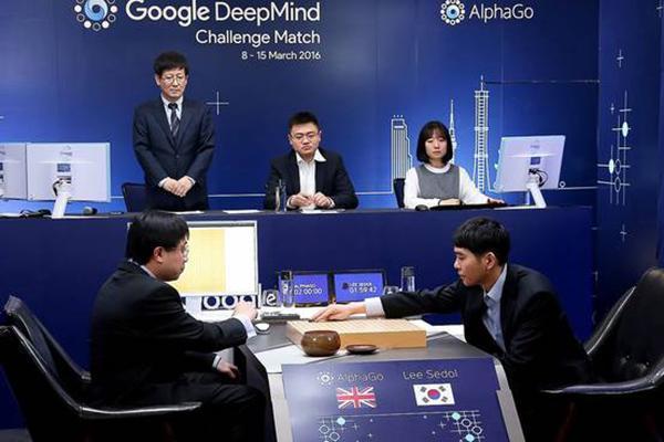 李世石大战AlphaGo。 新华社 资料图