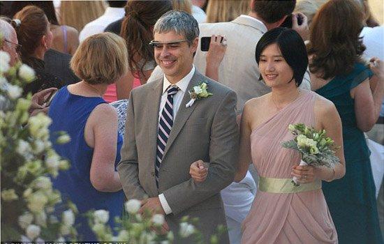 谷歌CEO佩奇当婚礼伴郎 竟佩戴谷歌眼镜!