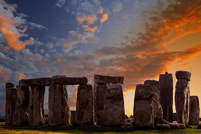 英巨石阵下方发现神秘石碑 或揭开建造之谜